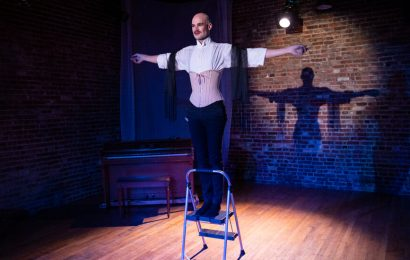 Review: In 'Never Let Go,' a Solo Performer's Heart Goes On