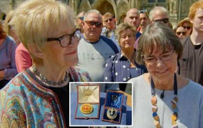 Antiques Roadshow guest stunned by HUGE value of jewellery with royal connection