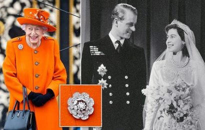 The Queen wore floral brooch at Buckingham Palace